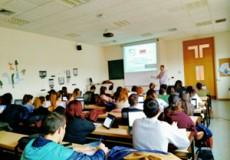 Los alumnos de la Facultad de Ciencias Sociales de la Universidad de Castilla-La Mancha conocen el modelo de gestión del Grupo CECAP
