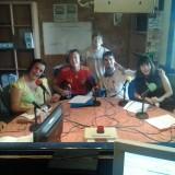 El equipo del taller de radio de El Altavoz ensaya el primer karaoke en un programa de radio inclusivo