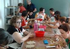 Pedro Martin inicia el Curso de Alfarería y Cerámica organizado por el Ayuntamiento de Los Yébenes durante el verano