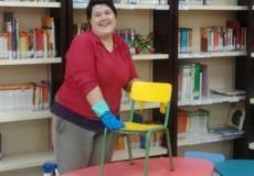 Azucena Moreno inicia su voluntariado formativo como auxiliar de limpieza en el Ayuntamiento de Los Yébenes.